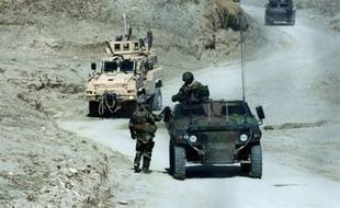 Quatre soldats de l'Otan ont été tués dimanche dans l'explosion d'une bombe au passage de leur convoi dans l'est de l'Afghanistan, a-t-on appris de source militaire.