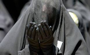 Le sittar est un voile qui se porte par-dessus le jilbeb. Le voile est très fin au niveau des yeux. Il peut être porté avec des gants pour couvrir également les mains.