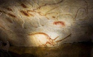 Un détail de la reproduction des fresques de la grotte Chauvet à Vallon Pont D'Arc le 8 avril 2015