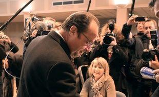 François Hollande vote pour le second tour des élections régionales à Tulle le 13 décembre 2015.
