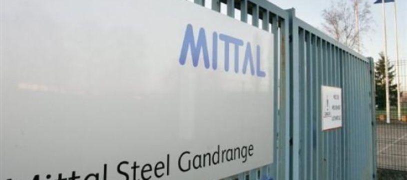 Un an après la promesse de Nicolas Sarkozy de maintenir en totalité l'activité de l'aciérie d'ArcelorMittal à Gandrange (Moselle), élus et syndicats lorrains s'estiment floués et accusent le chef de l'Etat de leur avoir menti.