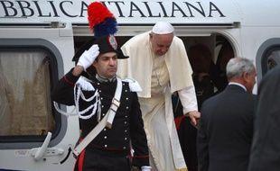 Le pape François est arrivé vendredi matin à 05H30 GMT à Assise (Ombrie, centre de l'Italie) pour plaider pour une Eglise dépouillée et solidaire avec les déshérités, en ce jour de deuil en Italie après la tragédie de Lampedusa.