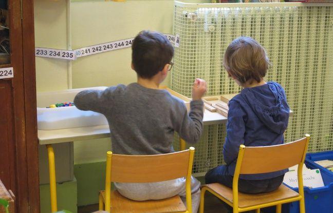 Deux élèves de l'école maternelle Saint-André des Arts, le 26/03/2018.