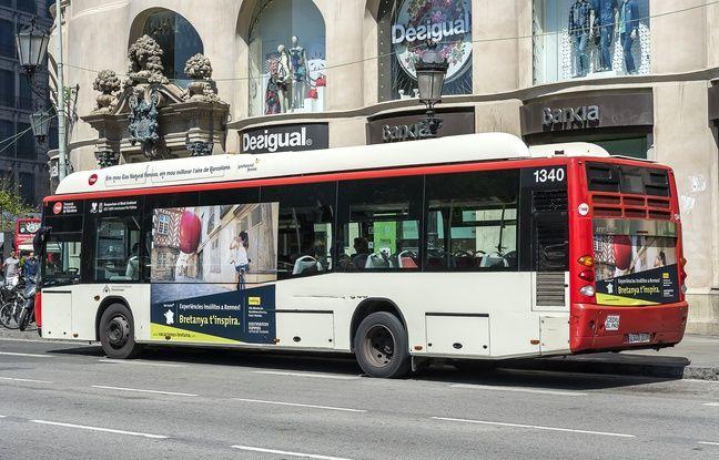 Un bus en Espagne arbore une campagne de promotion de la Bretagne avec une photo de Rennes.