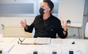 """Délibération du prix littéraire """"20 Minutes"""" avec l'écrivain Maxime Chattam, président du jury, le 31 août 2021, à Paris."""
