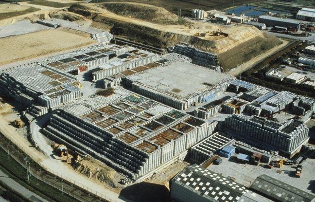 Vue aérienne du centre de stockage de la Manche, à La Hague, avant qu'il ne soit fermé par sa couverture géologique.