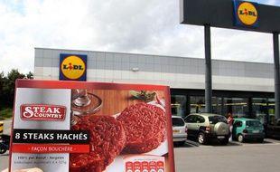 Sept enfants ont été hospitalisés mi-juin 2011 dans le nord de la France après avoir consommé de la viande hachée de la marque Steak Country fabriquée par SEB, et commercialisée chez Lidl dans le Nord-Pas-de-Calais.