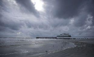 Le ciel de Daytona Beach en Floride alors que l'ouragan Matthew approche, le 6 octobre 2016