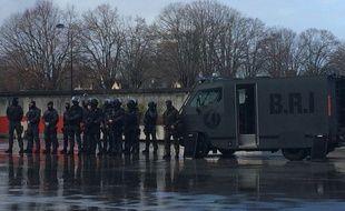 Un nouveau camion blindé est à la disposition de la BRI et des autres unités de la police national, si besoin.