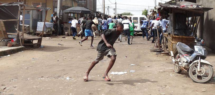 Les manifestants de l'opposition sont dispersés à Abidjan en Côte d'Ivoire, le 19 octobre 2020.