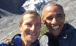 Bear Grylls et Barack Obama ont fait un selfie devant le glacier Exit, en Alaska, en septembre 2015.