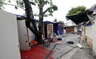 Le 17 juin 2014, le camp Rom où vivait Darius, l'adolescent rom lynché vendredi soir, retrouvé inconscient dans un chariot de supermarché abandonné