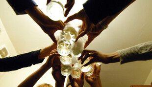 Une soirée, entre amis (illustration)
