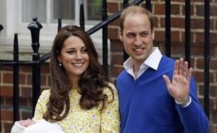 Kate et William, le 2 mai 2015, lors de la présentation de Charlotte, la grande sœur du bébé à naître.