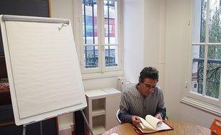 Alexandre Meyer, le gérant d'Intencity, dans la salle de réunion aménagée au-dessus de la gare de Clichy-Levallois.