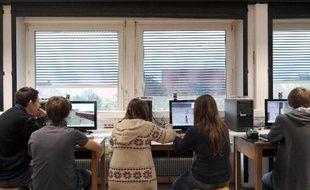 La France est en retard en matière d'accessibilité des cours universitaires sur internet pour 65% des étudiants et 78% des enseignants du supérieur, selon un sondage OpinionWaypour le ministère de l'Enseignement supérieur dévoilé mercredi.