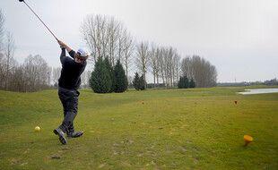Tennis, golf, surf: les sports en plein air vont pouvoir reprendre dès samedi (Illustration)