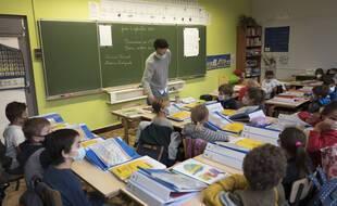 Dans un rapport, l'OCDE pointe du doigt la faible augmentation des salaires des professeurs en France par rapport à la moyenne de ses pays membres. (Illustration)