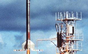 Photo prise le 09 avril 1968 au centre spatial de Kourou (Guyane française), du lancement de la première fusée Véronique.