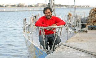 Le navigateur Stéphane Narvaez a remis son voilier à l'eau, jeudi à Cannes.