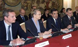 Bruno Le Maire, Michèle Alliot-Marie et François Fillon, réunis à Matignon pour discuter de la grippe mexicaine, le 30 avril 2009.