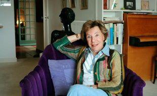 La journaliste et écrivaine Benoîte Groult pose le 7 avril 2007 dans sa maison à Hyères