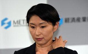 La ministre japonaise de l'Economie Yuko Obuchi lors de la conférence de presse au cours de laquelle elle a annoncé sa démission le 20 octobre 2014 à Tokyo
