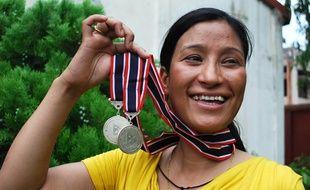 Anshu Jamsenpa est devenu la première femme a avoir gravi deux fois l'Everest en 5 jours