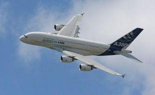 Le groupe aéronautique européen EADS est menacé d'une nouvelle plainte de fonds qui l'accusent d'avoir manqué à ses obligations d'information durant la production de l'A380 et qui réclament plus de 800 millions d'euros de dédommagement, a appris mardi l'AFP.