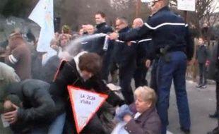 Capture d'écran de la vidéo diffusée sur internet tournée le 21 janvier 2011 lors de la manifestation à Anduze.