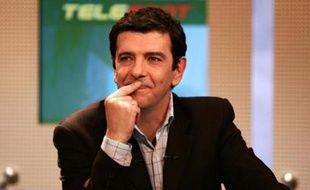 Thierry Gilardi, le 9 janvier 2004, sur le plateau de Téléfoot.
