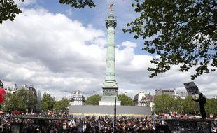 Des manifestants à Paris lors du défilé du 1er-Mai.