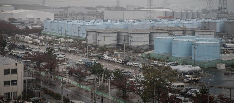 Des réservoirs de stockage d'eau contaminée par les radiations, à Fukushima.