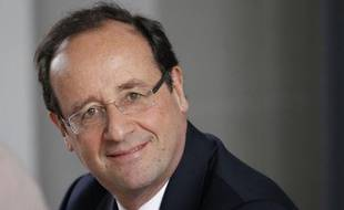 """François Hollande a estimé mercredi que """"les bonnes idées il faut les avoir en début de mandat, pas à la fin"""", en réaction à la proposition faite la veille par Nicolas Sarkozy de créer un """"impôt sur les bénéfices minimum pour les grands groupes"""" du CAC 40."""
