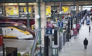 Illustrations des quais de l'Eurostar à la gare du nord à Paris.