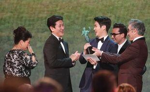 Le réalisateur Bong Joon-ho a aussi de grandes chances de rentrer à la maison avec la statuette dorée des Oscars en février.