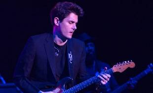 Le musicien John Mayer sur la scène du Madison Square Garden