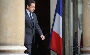Le président de la République, Nicolas Sarkozy, arrive sur le perron de l'Elysée, le 9 mars 2011 à Paris.