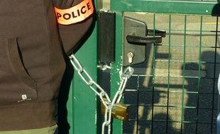 Le cadenas sur la porte de l'école Beauregard à Yerres (Essonne) le 3 septembre 2014.