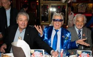 Michou entre Alain Delon et Jean-Pierre Belmondo, pour son 85e anniversaire le 20 juin 2016 à Paris