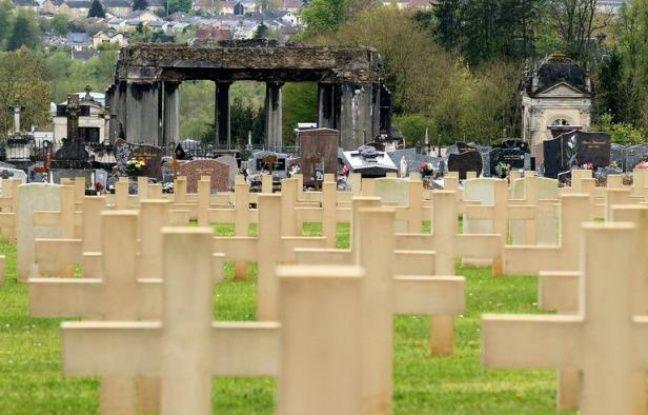 Quarante tombes ont été profanées dans un cimetière militaire des Ardennes où reposent des soldats allemands, jetant une ombre sur le cinquantenaire de la réconciliation franco-allemande célébrée dimanche par Angela Merkel et François Hollande, a annoncé samedi l'Intérieur.
