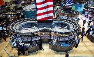 Wall Street a débuté la séance en légère hausse mardi, dans le sillage des places financières européennes rassurées par une certaine détente dans la zone euro et en l'absence de données économiques américaines majeures: le Dow Jones progressait de 0,31% et le Nasdaq de 0,70%.