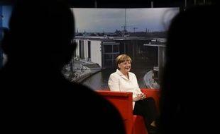 La chancelière allemande Angela Merkel, sur le plateau de la chaîne de télévision allemande ARD à Berlin, le 19 juillet 2015