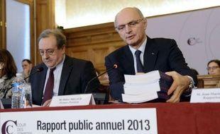 """""""Priorité absolue"""" aux économies: la Cour des comptes a décerné mardi ses avertissements sur la mauvaise gestion des deniers publics, appelant le gouvernement à maîtriser strictement les dépenses même si elle juge hors d'atteinte l'objectif d'un déficit à 3% du PIB en 2013."""