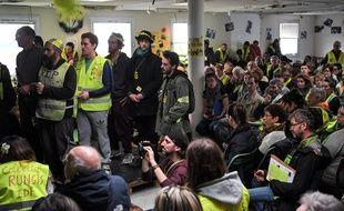 """Des centaines de """"gilets jaunes"""" sont réunis à Saint-Nazaire vendredi 5 avril 2019."""