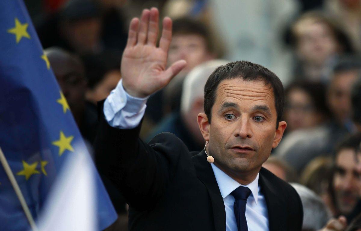 Benoît Hamon lors d'un rassemblement place de la République à Paris, le 19 avril 2016. – F. Mori - AP- Sipa