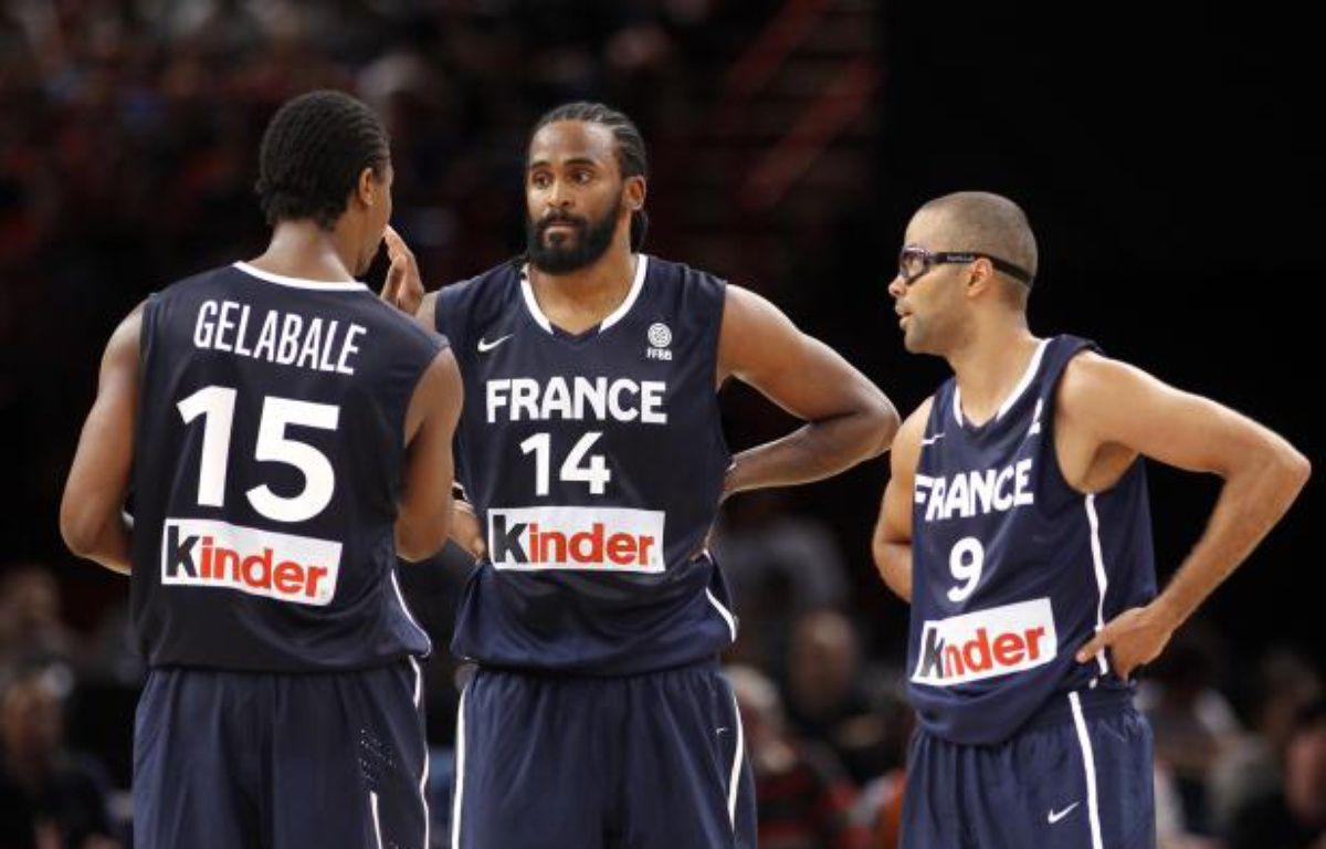 Les joueurs de l'équipe de France de basket, Mickaël Gelabale, Rony Turiaf et Tony Parker (de gauche à droite), lors d'un match de préparation le 15 juillet 2012 à Paris contre l'Espagne. – REUTERS