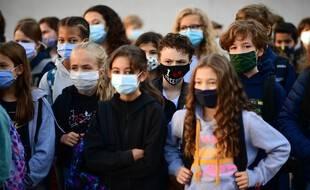 Des élèves masqués lors de la rentrée, en région parisienne.