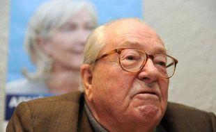 Jean-Marie Le Pen, président d'honneur du Front national, à Haute- Goulaine, près de Nantes (Loire-Atlantique), le 22janvier 2012.