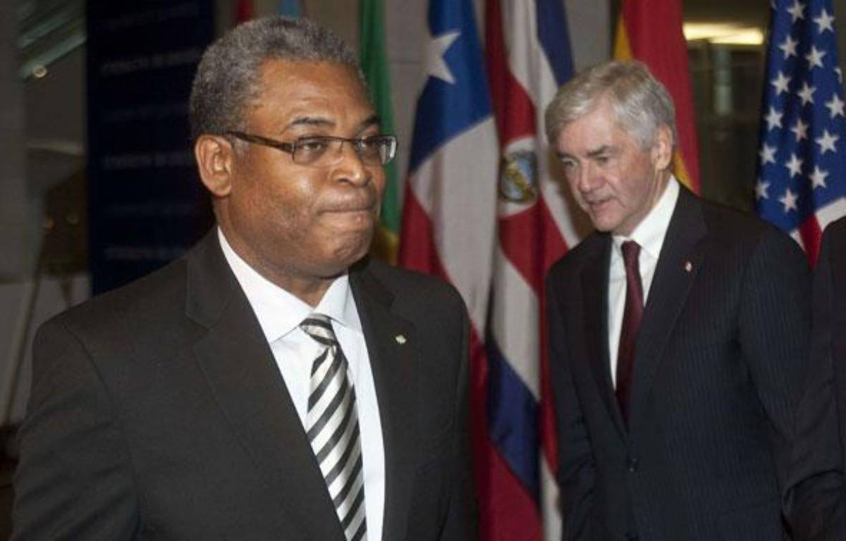 Le Premier ministre haïtien Jean-Max Bellerive (à gauche) et le ministre des Affaires étrangères canadien Lawrence Cannon, lors de la réunion sur la reconstruction d'Haïti à Montréal (Canada), le 25 janvier 2010. – Paul Chiasson/AP/SIPA